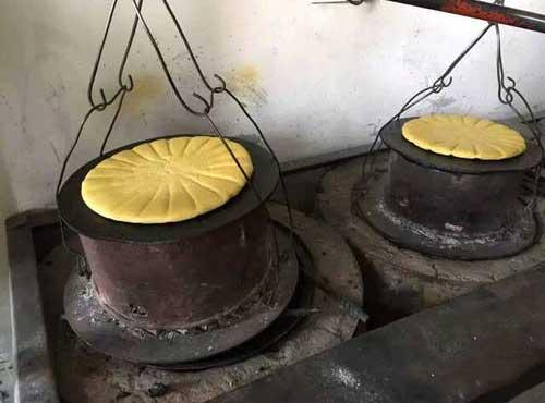 乾州锅盔:烙馍像锅盖