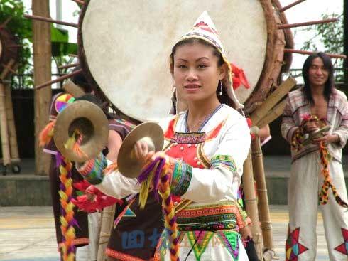 中华各民族介绍:基诺族